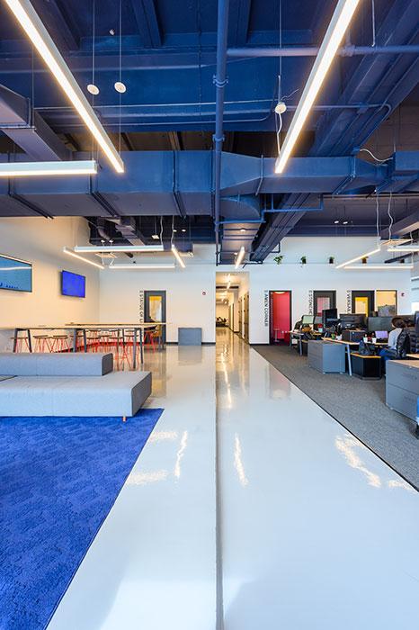 Tetos mais altos ajudam a atenuar distrações ruidosas em escritórios abertos | AVIXA