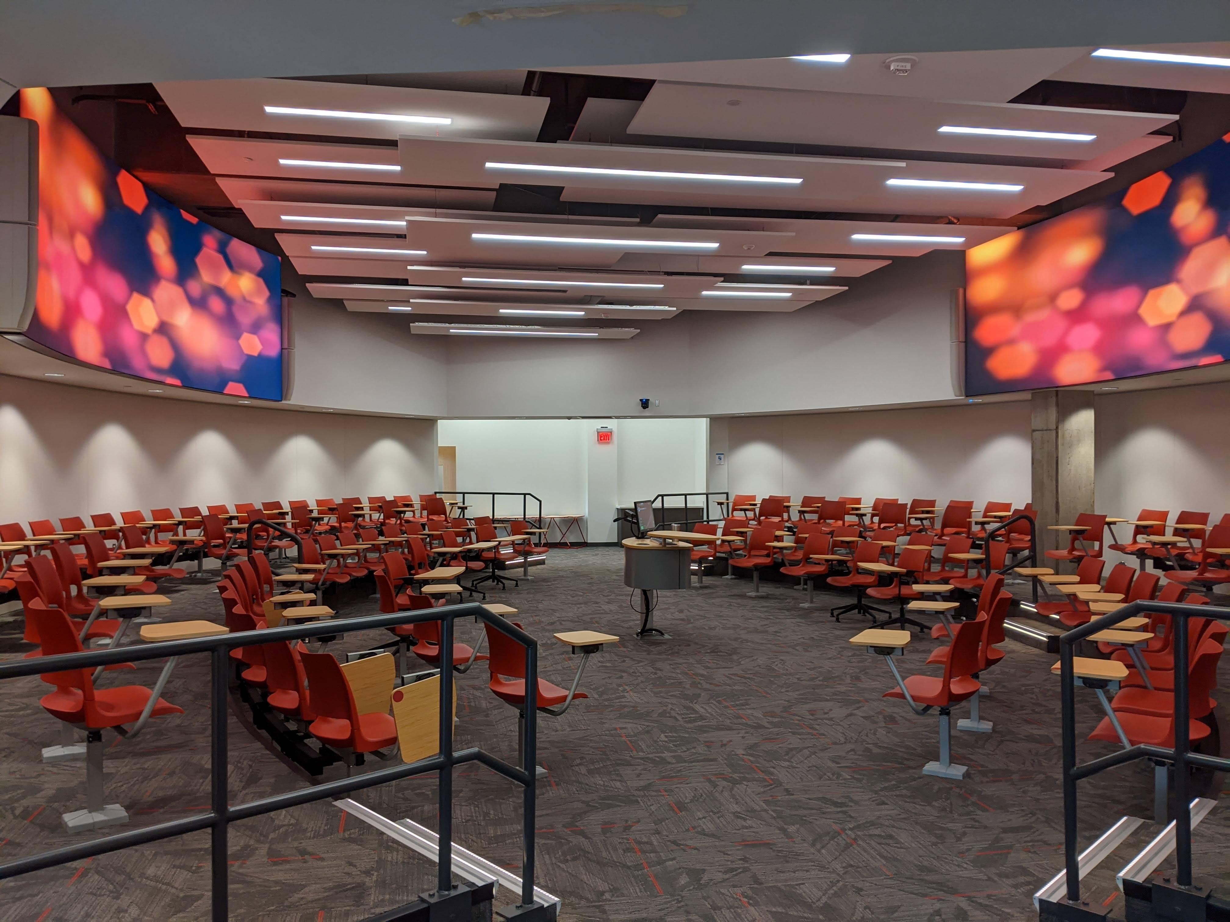 Classroom with displays | AVIXA